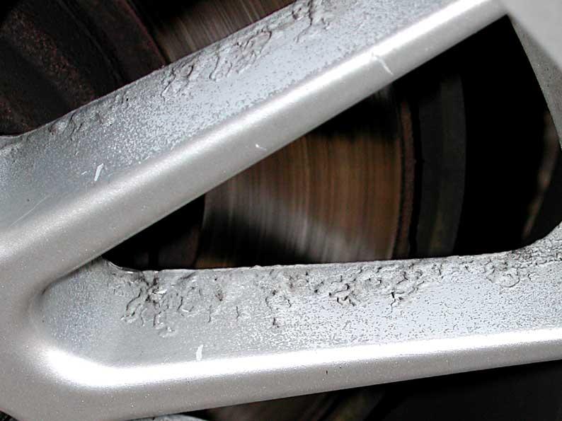 how to clean corrosion alluminium